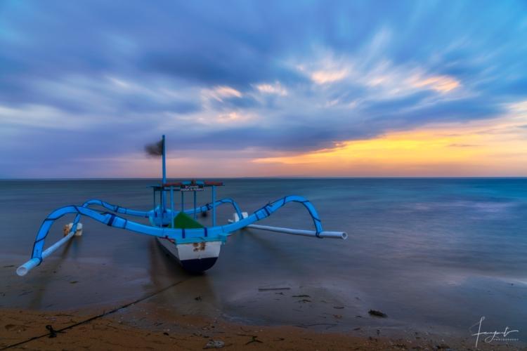 Menikmati sunrise di Pantai Karang Sanur